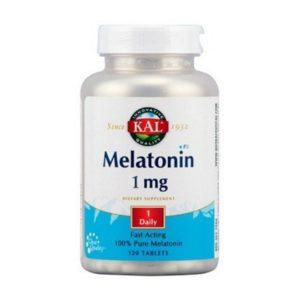 Melatonina 1 mg de KAL ayuda a mantener un sueño apacible y regulado.